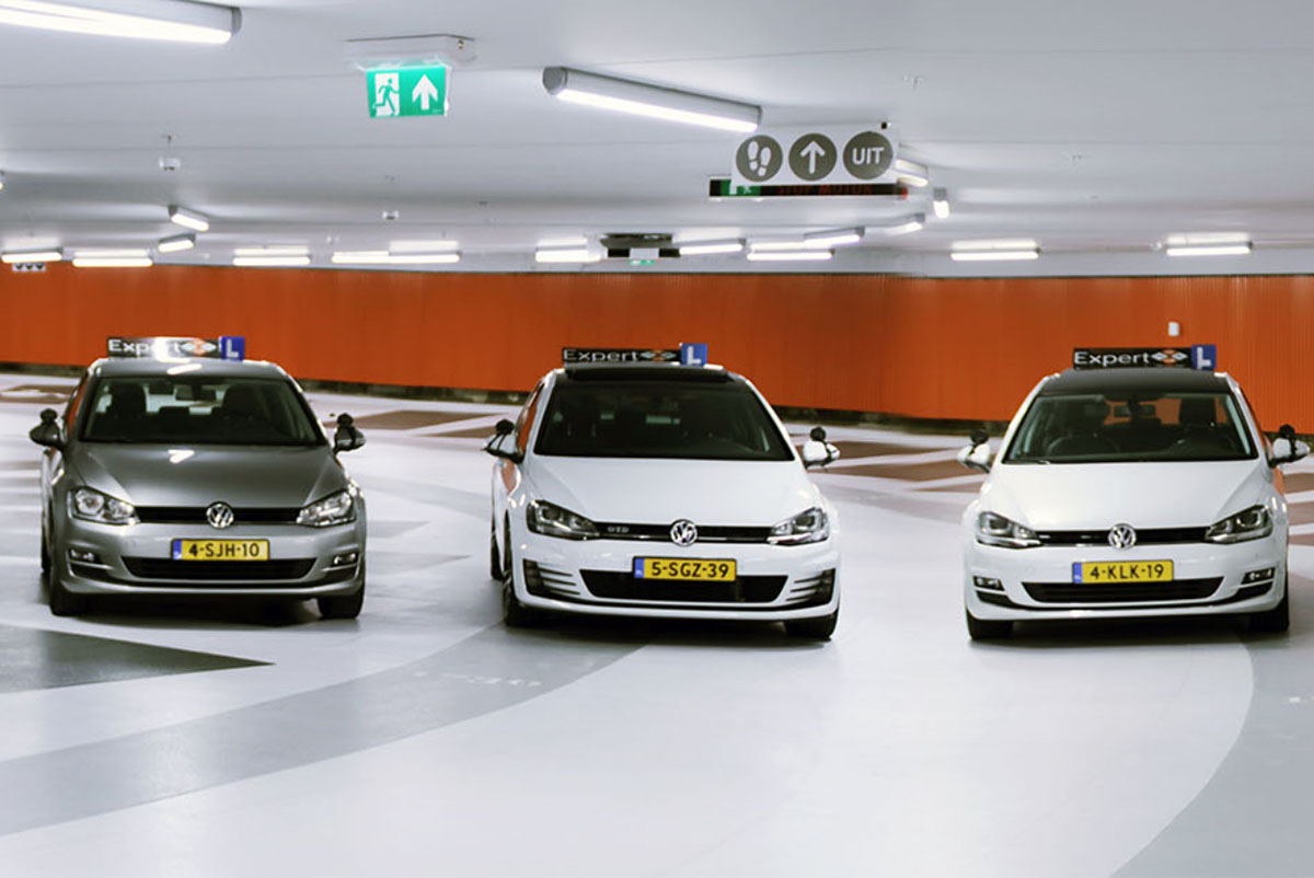 Autorijlessen volgen in nieuwe auto's